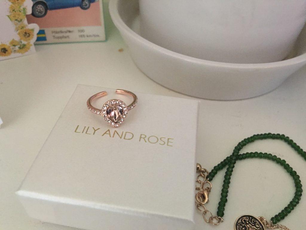 En ring från Lily and Rose som jag önskat mig av mamma.