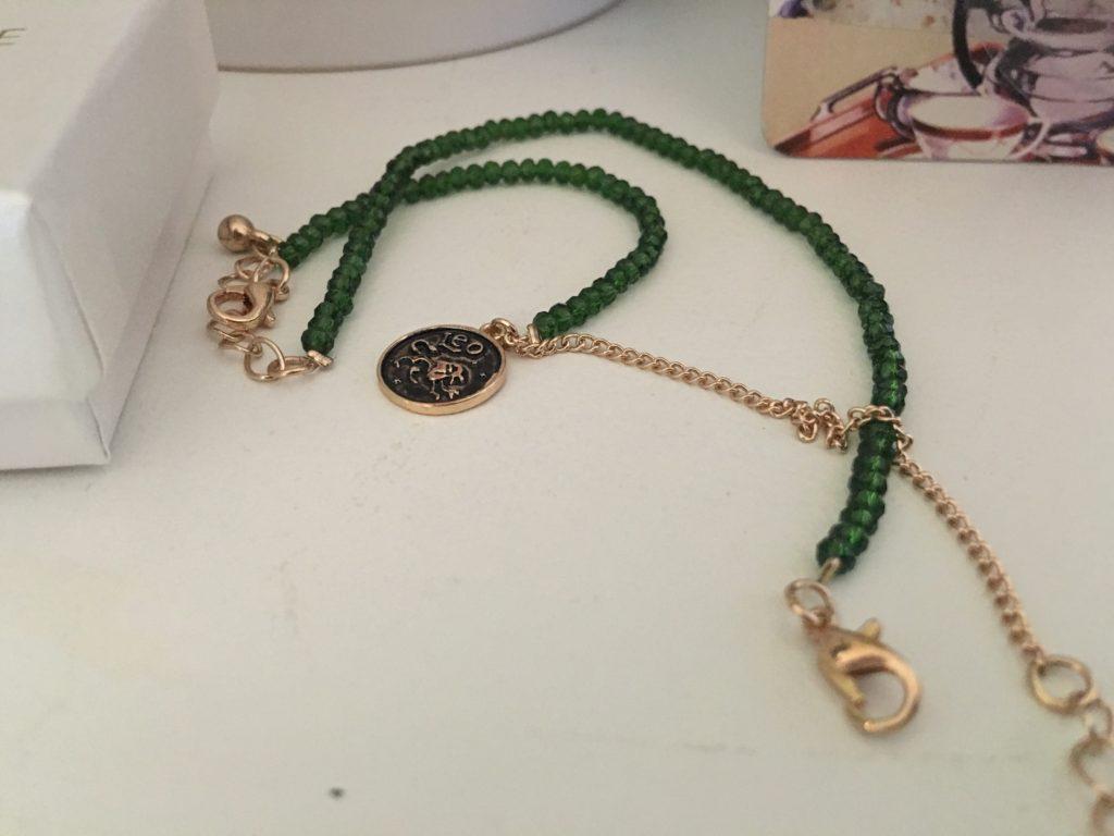 Armband med lejonet som jag önskat mig av min syster.